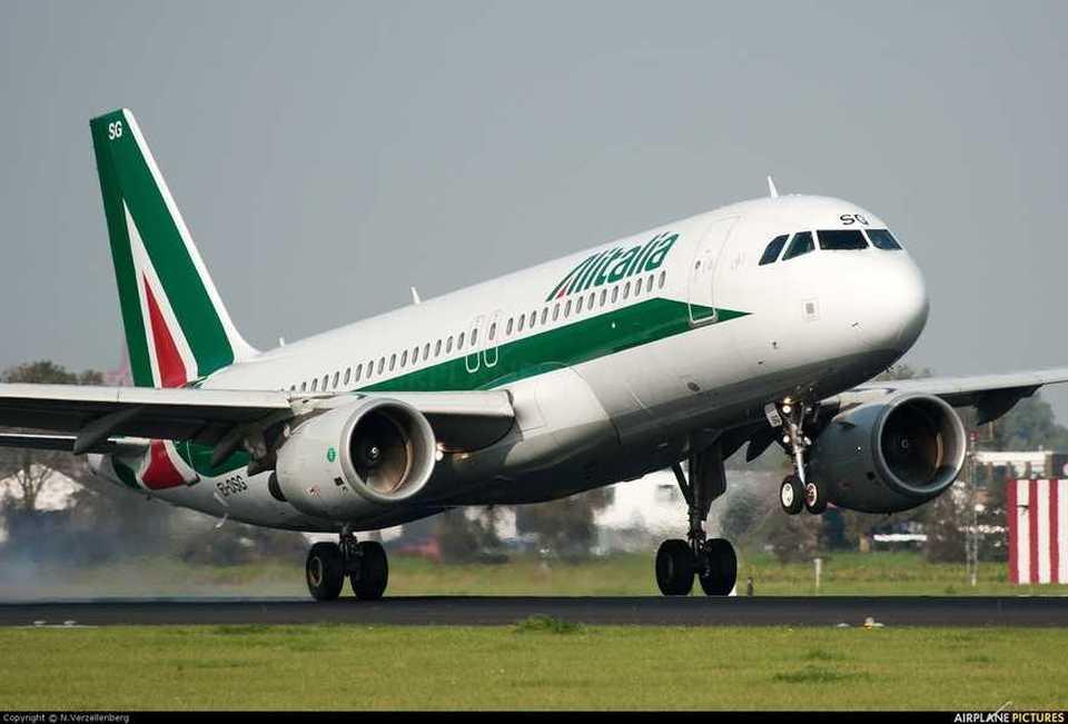 Allarme bomba su un volo alitalia diretto a roma evacuati - Allarme bomba porta di roma ...
