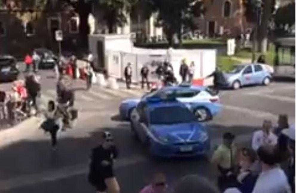 Allarme bomba a piazza venezia zona transennata e - Allarme bomba porta di roma ...