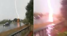 Numana, fulmine cade sulla spiaggia durante la tempesta