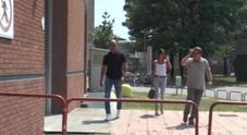 Video Bettarini arriva al Niguarda dove è ricoverato il figlio