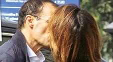 Ambra e Max, baci a colazione per festeggiare il primo anno insieme