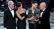 Sanremo 2019, Mahmood vince a sorpresa: le giurie ribaltano il televoto. Bufera social: «Voto politico»