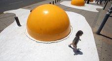 Le uova giganti tra cui passeggiare