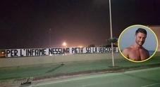 Striscione choc contro Tedesco: «Infame, vergogna della città». Quella strana firma
