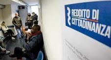 Reddito di cittadinanza, in 200 assaltano l'Inps nel Napoletano: «Pochi euro invece dei 700 promessi»