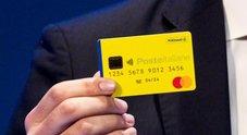 Reddito di cittadinanza, con la card si potranno comprare anche mobili e vestiti