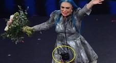 Sempre con una borsetta a tracolla sul palco: ecco cosa c'era dentro