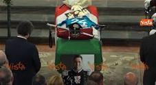 """Carabiniere ucciso a Roma, la vedova legge ai funerali il testo: """"La moglie del carabiniere"""""""