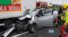Incidente tragico sulla A4: auto contro un furgone, donna muore all'istante