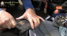 Coppia di sposini albanesi con 5 kg di cocaina, fermati all'Aeroporto di Roma