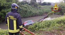 Vicenza, finiscono nel fiume Retrone con la Bmw, due giovani escono fuori illesi