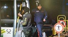 Bimba morta in slittino, indagata la mamma per omicidio colposo. Polemica su cartello in tedesco