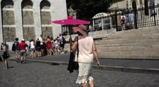 Caldo record in Francia, un turista: «Parigi è più calda dello Zambia»