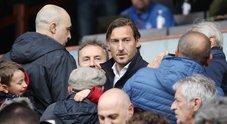 Totti e la Serie tv: «Potrebbe interpretarmi Verdone». Carlo risponde: «Al massimo posso fare lo zio»
