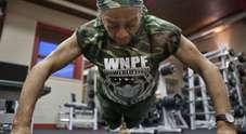 Willie Murphy, a 77 anni è campionessa di sollevamento pesi