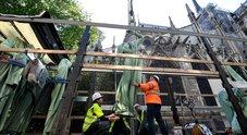 Notre Dame, operai sul tetto durante i lavori di ristrutturazione
