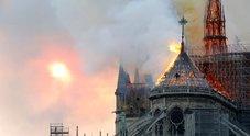 Notre-Dame, Macron: «Sta bruciando una parte di noi»