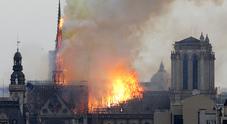 Le 16 statue rimosse poco prima del rogo. «Vegliavano su Parigi»
