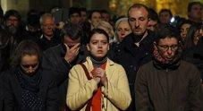 Notre-Dame in fiamme, lo sgomento e il dolore nei volti di parigini e turisti