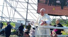 Alessano, è il giorno di Francesco: «Tonino, nome umile in una terra di frontiera. Il Mediterraneo sia arca di pace e non arco di guerra»
