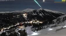 Il meteorite illumina le Alpi: le immagini della webcam austriaca