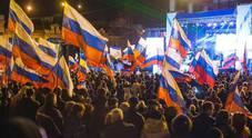 La festa sotto la statua di Lenin Foto