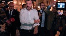 Salvini: «Pattuglioni sui treni per cacciare chi non paga. Negozietti etnici chiusi entro le 21»