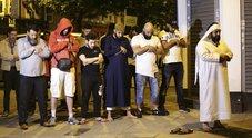 L'imam salva l'autista dal linciaggio della folla