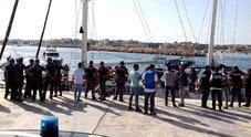 Nave Alex a Lampedusa. Ma Salvini nega lo sbarco: complici di scafisti DIRETTA TV