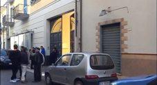 Napoli, uccide moglie e figlio e s'impicca
