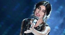 •Bianca Atzei si commuove mentre canta per Max Biaggi
