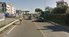 Donna trovata morta su un marciapiede di via Casilina: forse è stata investita