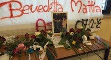 I compagni delle vittime a lutto a scuola: «Da un concerto si esce senza voce, non senza vita»