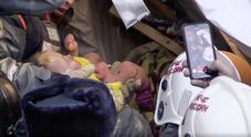 Neonato sopravvive 35 ore a -18 gradi fra le macerie di un palazzo crollato in Russia