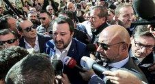 Salvini: «Vermi»