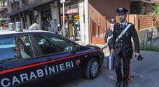 Roma, blitz dei carabinieri a Tor Bella Monaca: 3 pusher in manette, denunciata 17enne Sequestrate 50 dosi di cocaina