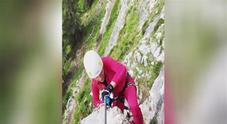 Michelle Hunziker in montagna Video
