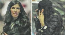 Pamela Prati in fuga dal paparazzo, ritorno a casa scortata dalla manager Eliana Michelazzo