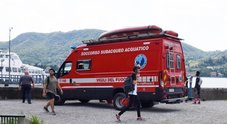 Si tuffa nel lago di Como con gli amici per la fine della scuola, 15enne muore annegato