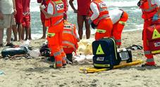Ingoia un acino d'uva in spiaggia muore una bambina di due anni