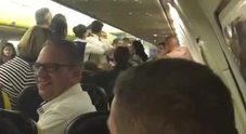Rissa sul volo Ryanair per Malta: il pilota atterra a Pisa e fa arrestare 4 persone