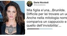 Asia Argento, la mamma su Twitter: «È una Brunilde, non sa trovare l'uomo giusto»
