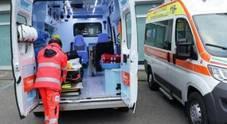 Con l'auto contro il bus: quattro feriti