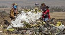Aereo caduto, Cina ed Etiopia fermano i 737 Max. Agenzia europea: «Presto per decidere»