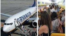 RyanAir, schiaffi tra sorelle su volo Brindisi-Orio: l'aereo ritarda un'ora e i passeggeri si infuriano