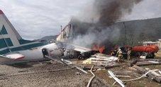 Siberia, aereo precipita durante atterraggio di emergenza: 2 morti e 31 feriti