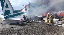 Siberia, aereo precipita durante atterraggio di emergenza: due morti e 31 feriti