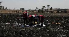 Incidente aereo in Etiopia, i resti del boeing nel luogo dello schianto
