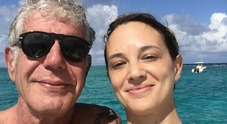 Asia Argento accusata del suicidio di Anthony Bourdain sui social, lettera delle star di Hollywood