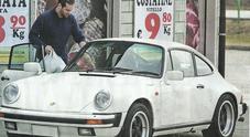 Michelle Hunziker, spesa low cost in Porsche con Tomaso Trussardi